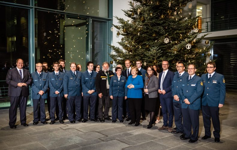 Tannenduft im Kanzleramt – Rottenburger Weihnachtsbaum feierlich an Bundeskanzlerin übergeben