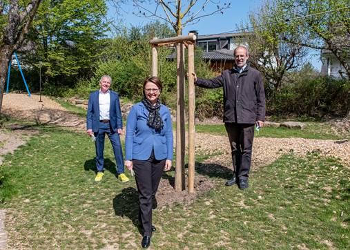 Widmann-Mauz MdB: Baumspende für den Spielplatz in Kusterdingen-Jettenburg